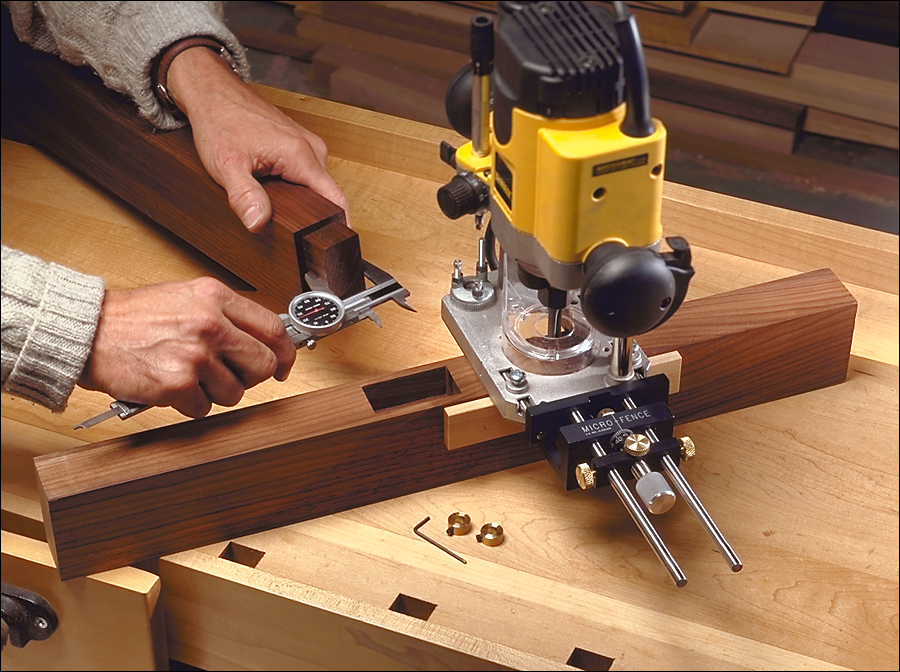 Dual-purpose router edge guide woodworking plan from wood magazine.